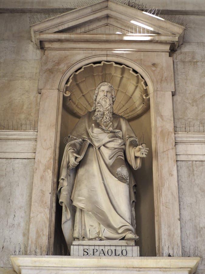 Estátua de St Paul em SS Annunziata Church em Turin foto de stock
