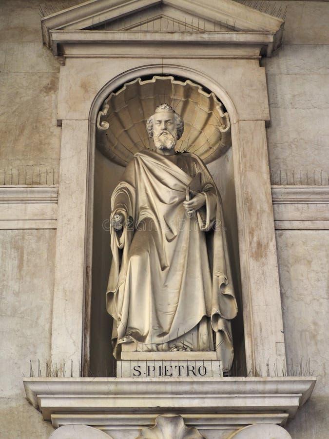 Estátua de St Peter em SS Annunziata Church em Turin fotografia de stock royalty free