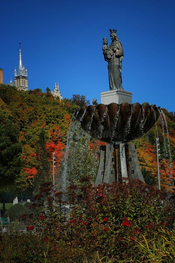 Estátua de Ste Anne em Quebeque imagens de stock