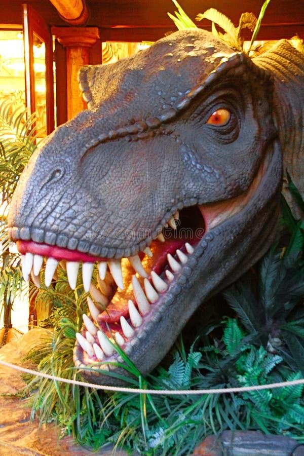Estátua de T-Rex em Jurassic Park fotos de stock