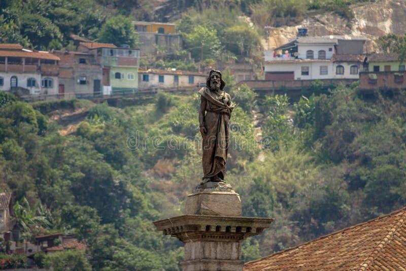 Estátua de Tiradentes no quadrado de Tiradentes - Ouro Preto, Minas Gerais, Brasil imagens de stock