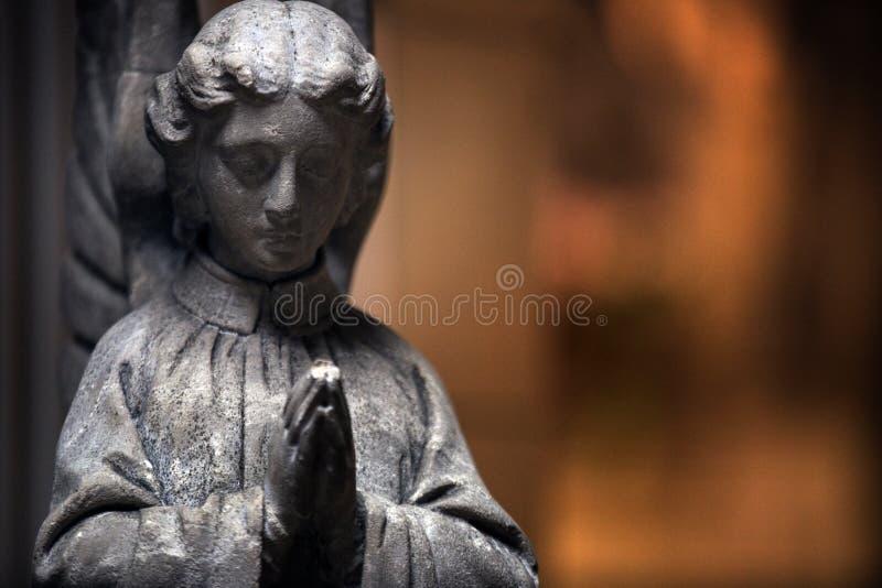 Estátua de um anjo da igreja foto de stock