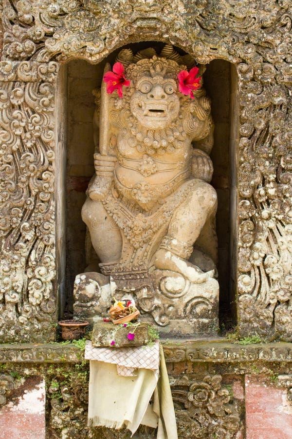 Estátua de um deus no templo Hindu imagens de stock royalty free