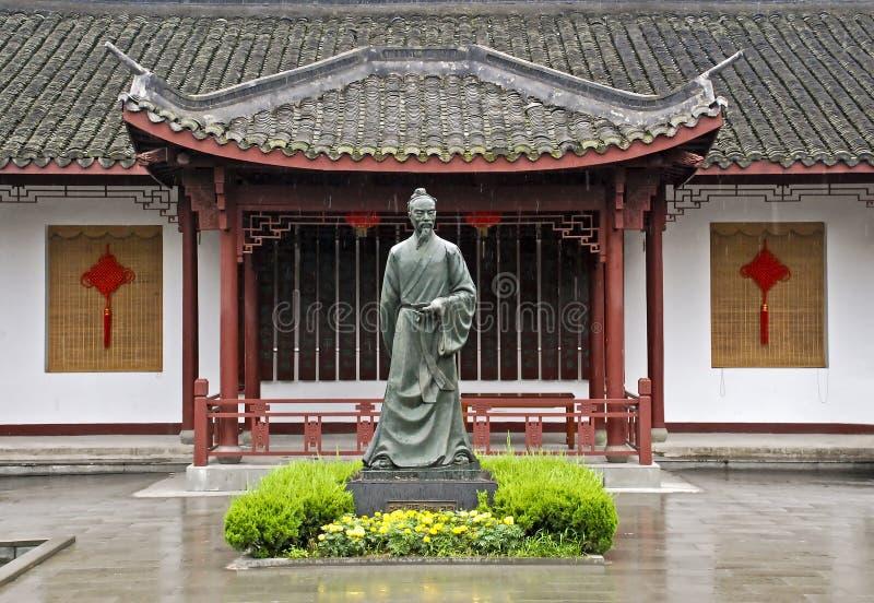 Estátua de um fundador chinês da plantação de chá fotos de stock