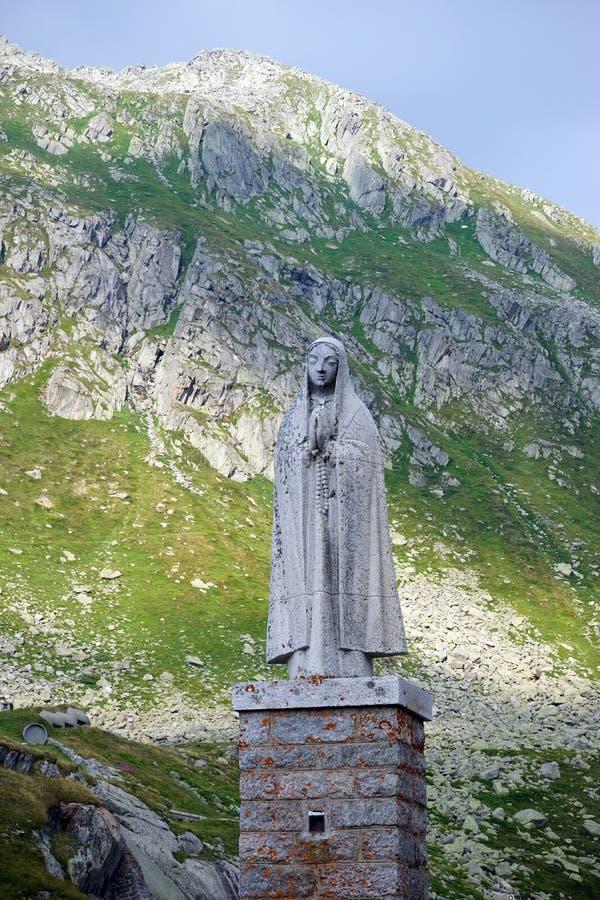 Estátua de uma mulher rezando foto de stock royalty free