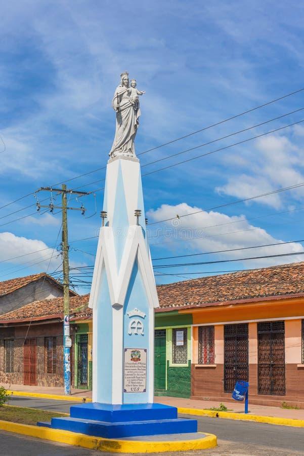 Estátua de Viurgin Mary na rua em Granada, Nicarágua fotografia de stock royalty free