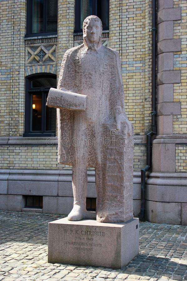 Estátua de Wilhelm Frimann Koren Christie em Oslo, Noruega imagens de stock