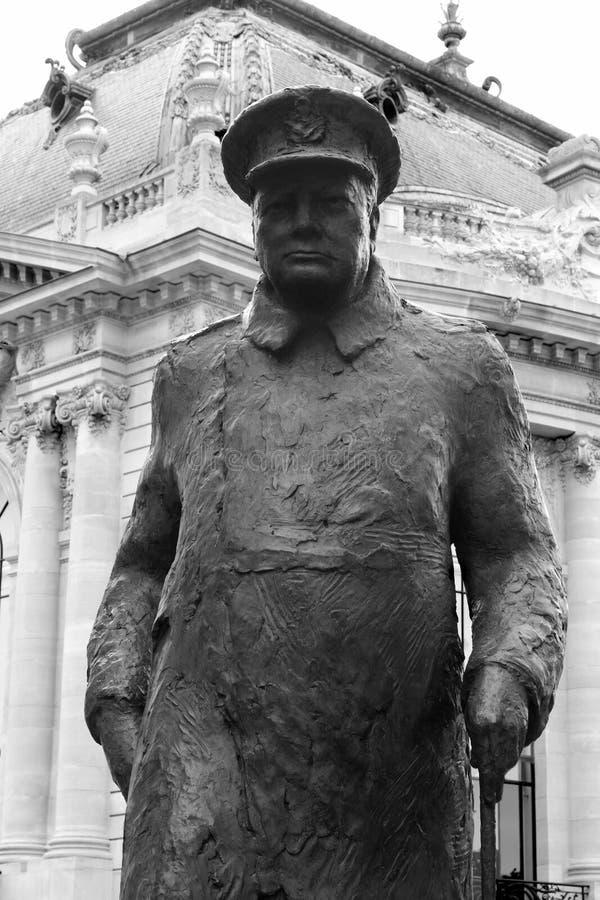 Estátua de Winston Churchill em Paris fotografia de stock royalty free