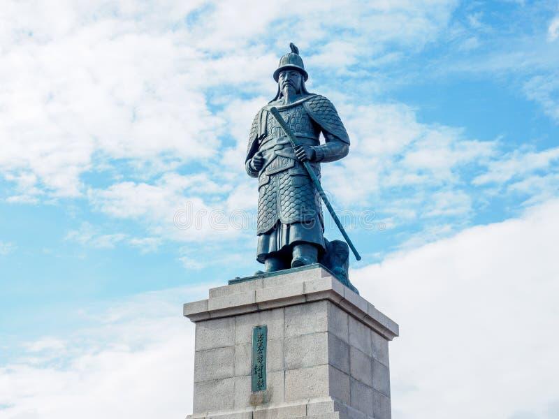 Estátua de Yi Sun Sin no parque de Yongdusan fotografia de stock