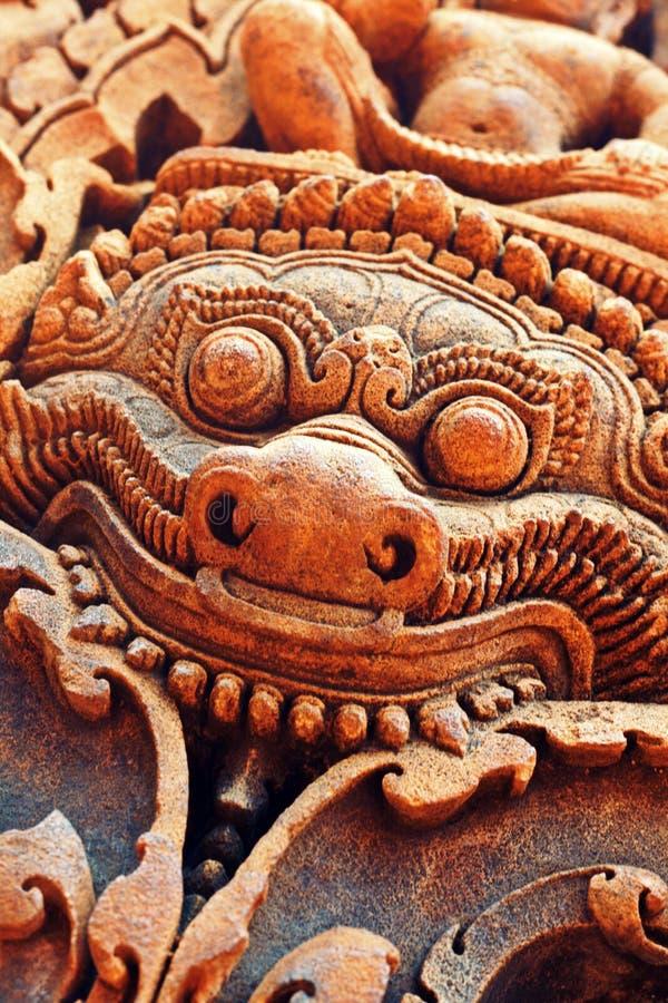 Estátua decorativa em Banteay Srei imagens de stock