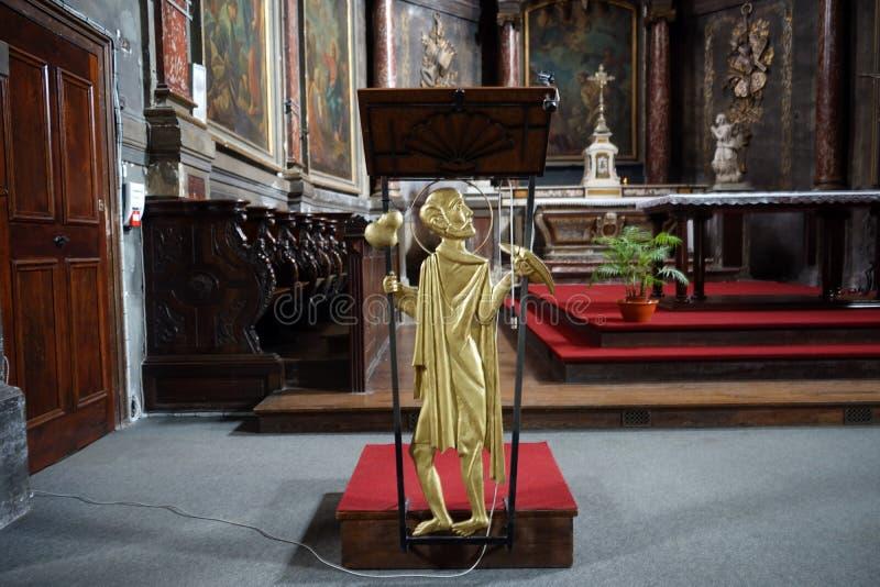 Estátua dentro da igreja de Jacques de Saint imagem de stock royalty free