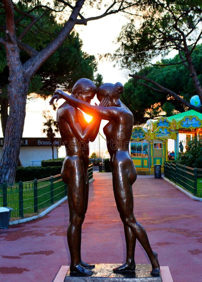 Estátua do amor dos pares imagem de stock