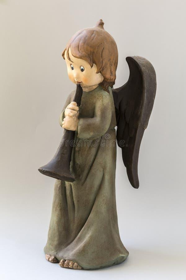 Estátua do anjo da criança com trombeta ilustração stock