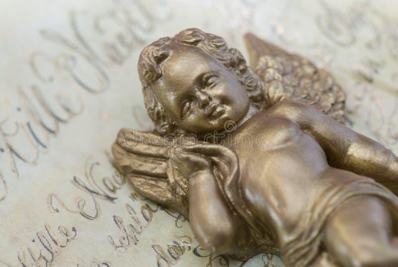 Estátua do anjo do Natal imagens de stock