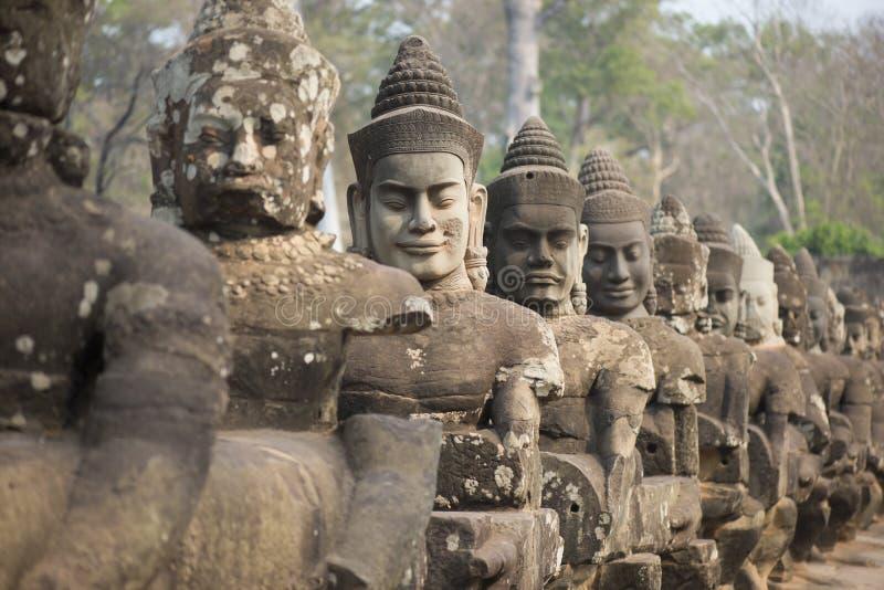 Estátua do anjo em Angkor Wat fotos de stock