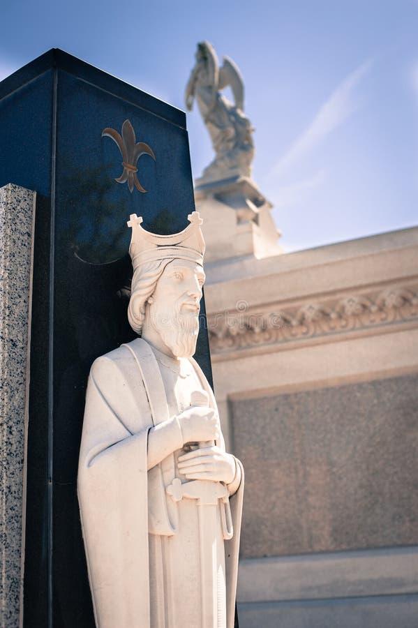 Estátua do anjo no cemitério de Nova Orleães fotografia de stock