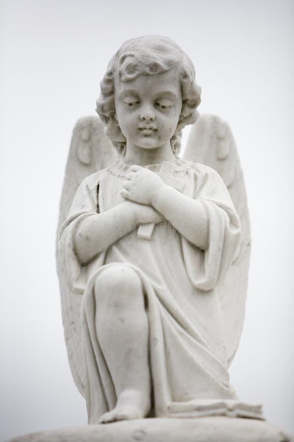 Estátua do anjo no túmulo 2 imagem de stock