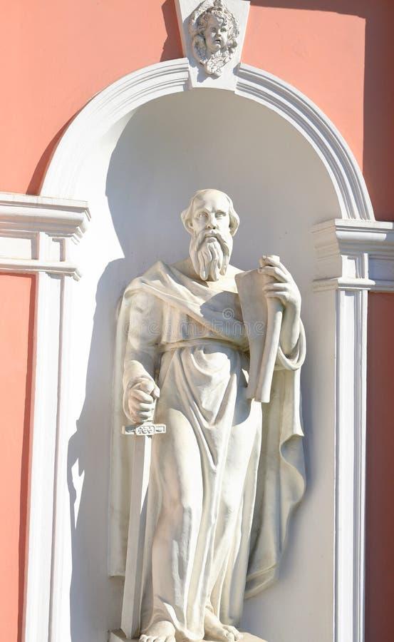 Estátua do apóstolo Paul com uma espada fotografia de stock