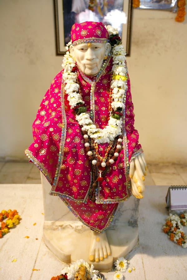 Estátua do babá de Sai no templo de Hanuman imagem de stock