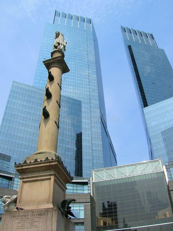 Estátua do C. Columbo e Time Warner New York Center fotografia de stock royalty free
