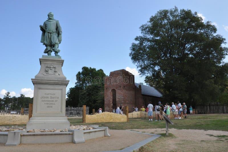 Estátua do capitão John Smith em Jamestown, Virgínia fotografia de stock