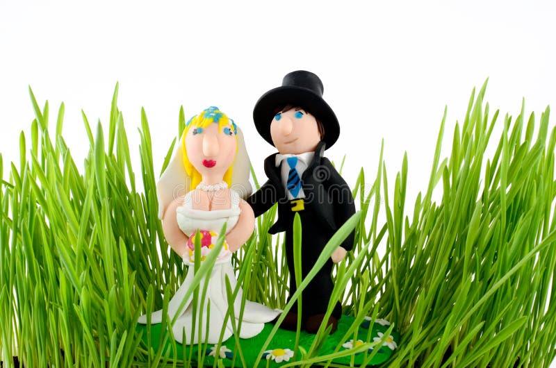 Estátua do casamento do Muppet isolada no branco fotografia de stock