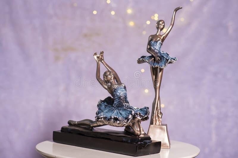 Estátua do dançarino da menina usada para a decoração da casa imagem de stock royalty free