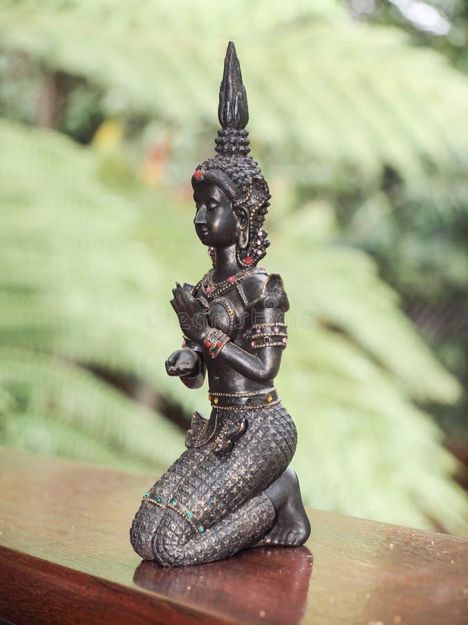Estátua do dançarino de Apsara do Khmer fotos de stock