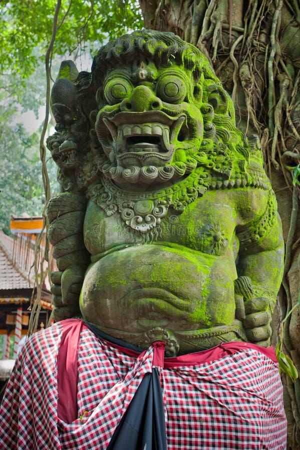 Estátua do demónio do Balinese em Ubud foto de stock
