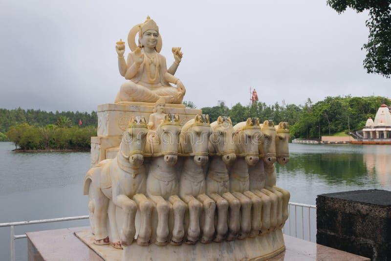 Estátua do deus de Sun no lago Bassin grande mauritius foto de stock royalty free