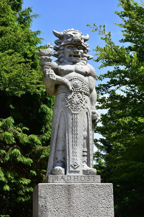 Estátua do deus Radegast na montanha de Radhost em Beskids, checa foto de stock royalty free