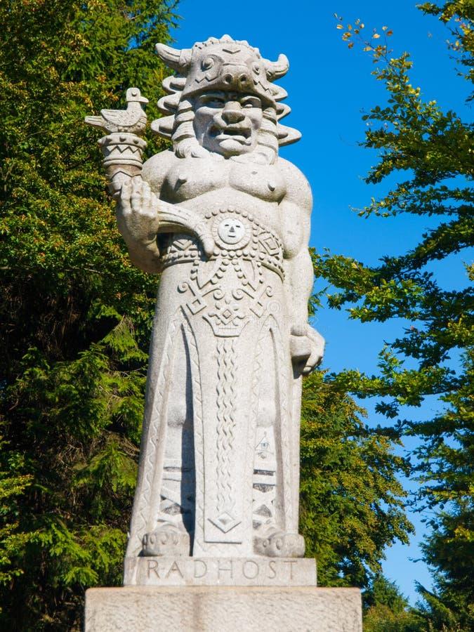 Estátua do deus Radegast na montanha de Radhost em Beskydy imagem de stock royalty free