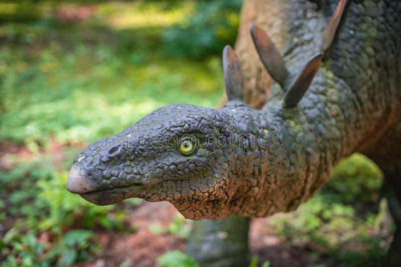 Estátua do dinossauro do Stegosaurus fotografia de stock royalty free