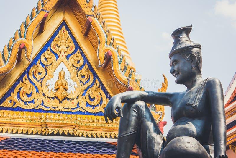 A estátua do eremita em Wat Phra Kaew Palace, igualmente conhecido como Emerald Buddha Temple Banguecoque, Tailândia imagem de stock royalty free