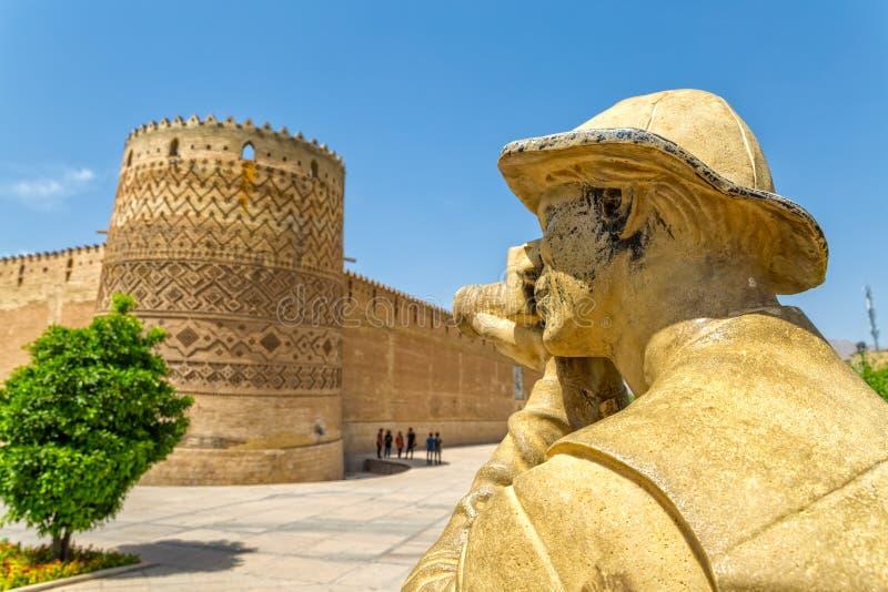 Estátua do fotógrafo de Shiraz Citadel fotos de stock royalty free