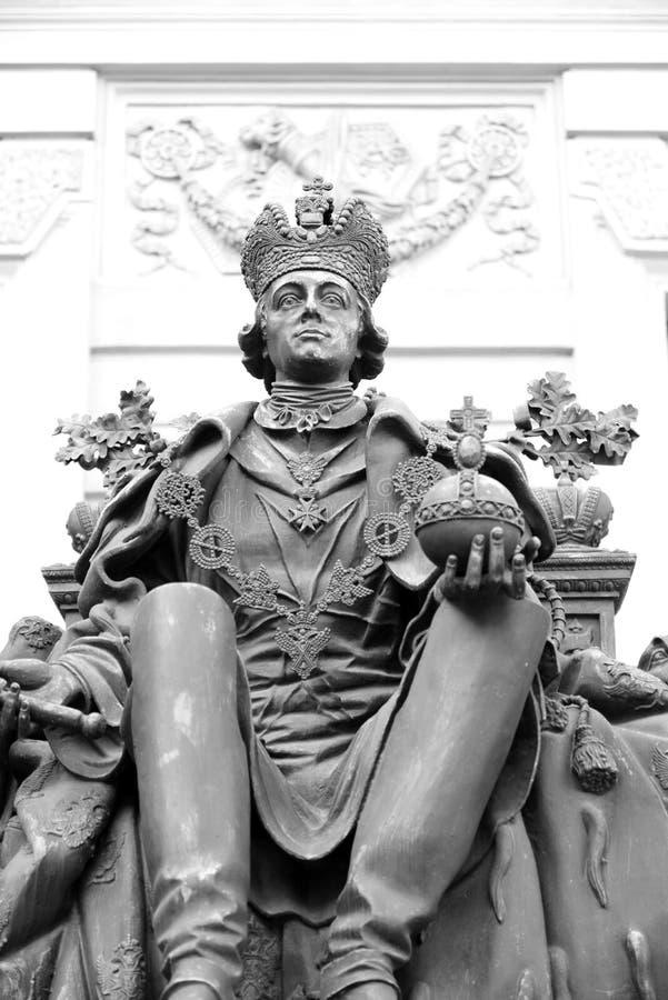Estátua do imperador Paul mim no pátio do castelo de Mikhailovsky fotos de stock