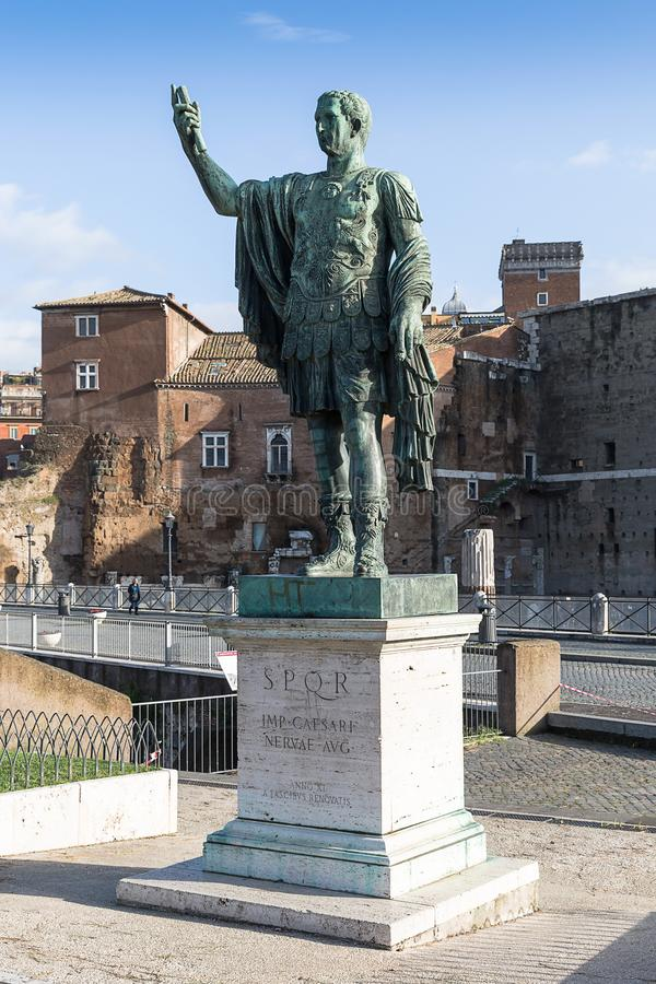 Estátua do imperador romano Nerva Caesar Augustus Germanicus, Ro fotografia de stock royalty free