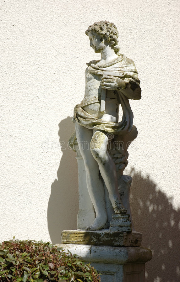 Estátua do jardim foto de stock royalty free