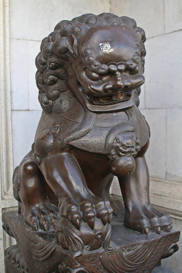 Estátua 2 do leão imagens de stock royalty free