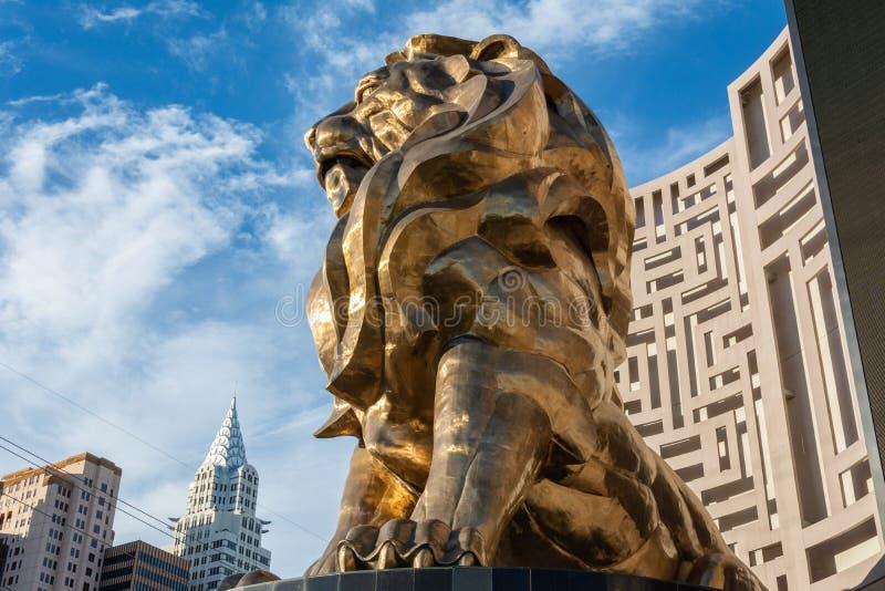 Estátua do Leão, o leão de MGM, na frente do hotel de MGM Grand e do casino em Las Vegas, nanovolt fotos de stock royalty free