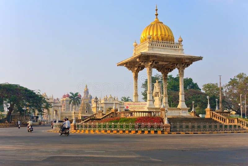 Estátua do Maharaja Chamarajendar Wodeyar fotos de stock