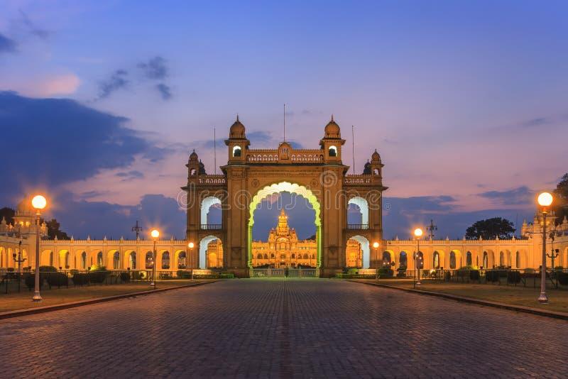 Estátua do Maharaja Chamarajendar Wodeyar imagem de stock