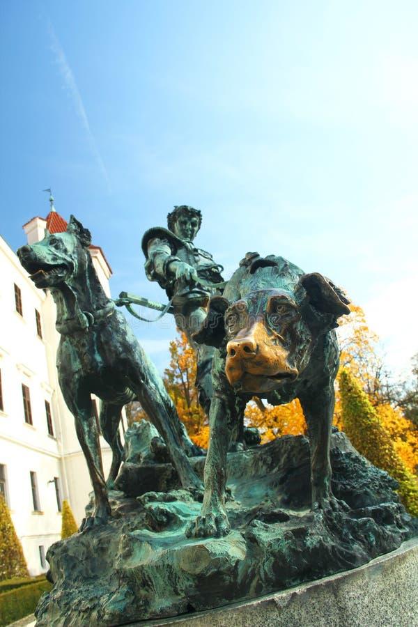 Estátua do metal do caçador em Konopiste imagem de stock royalty free
