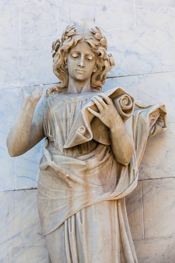 Estátua do musa do Calliope na fachada do teatro de Adolfo Mejia em Cartagena de Índia imagens de stock royalty free