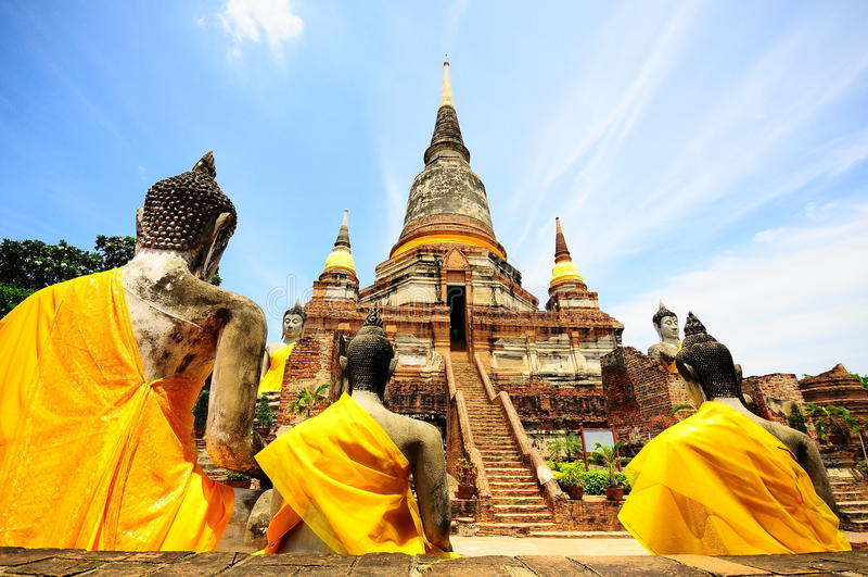 Estátua do pagode e do Buddha, Tailândia imagens de stock royalty free