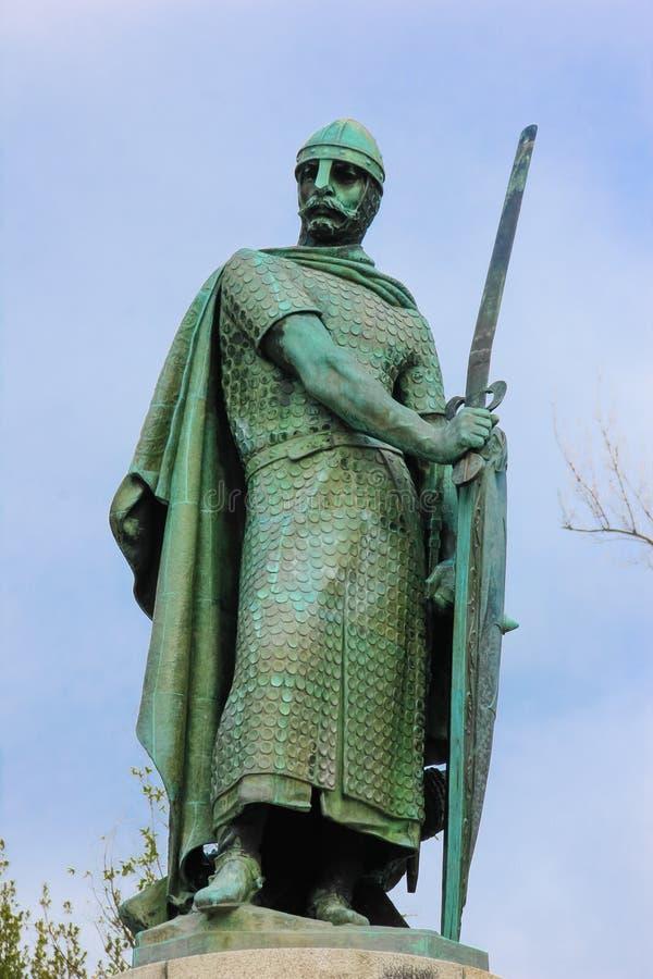Estátua do rei Afonso Henriques Guimaraes portugal fotografia de stock royalty free