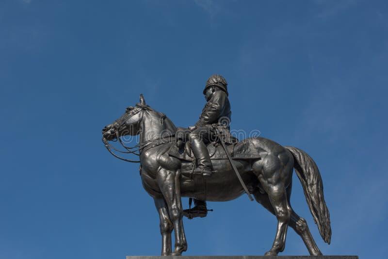 Estátua do rei de Tailândia imagens de stock royalty free