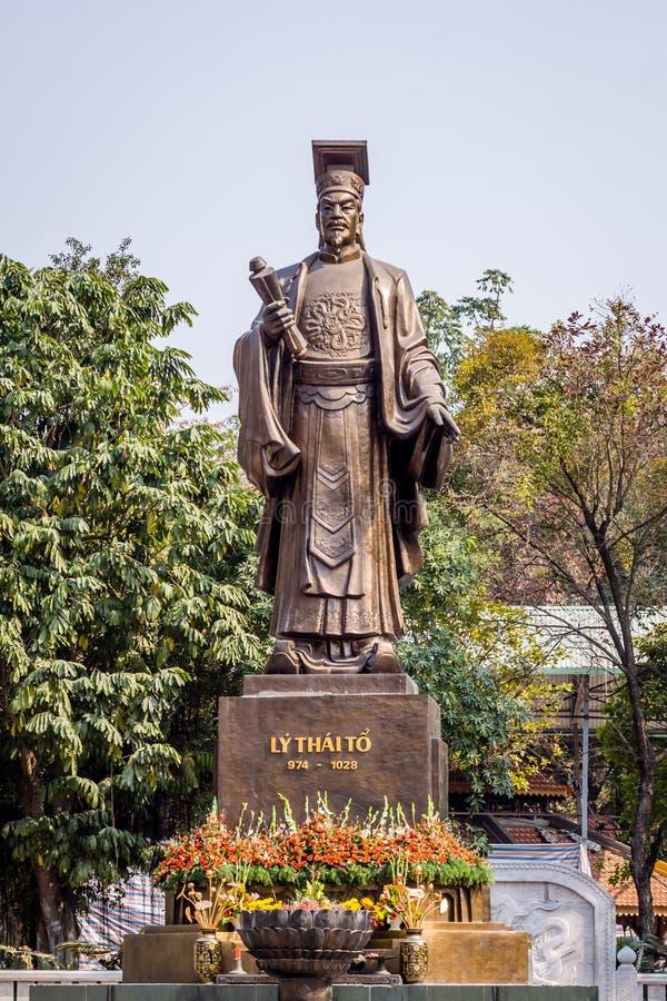 Estátua do rei idoso imagem de stock