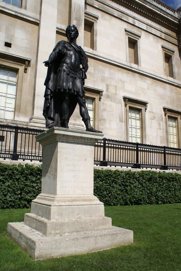 Estátua do rei James II de Inglaterra Estátua do rei James VII de Escócia, o National Gallery em Trafalgar Square, Londres, Engla fotos de stock