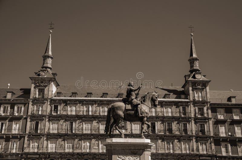 Estátua do rei Philip III no quadrado do prefeito da plaza no Madri fotografia de stock